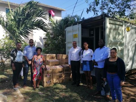 Post-Covid   Dons de packs alimentaires par Kolektif Rivier Nwar et Foodwise Mauritius