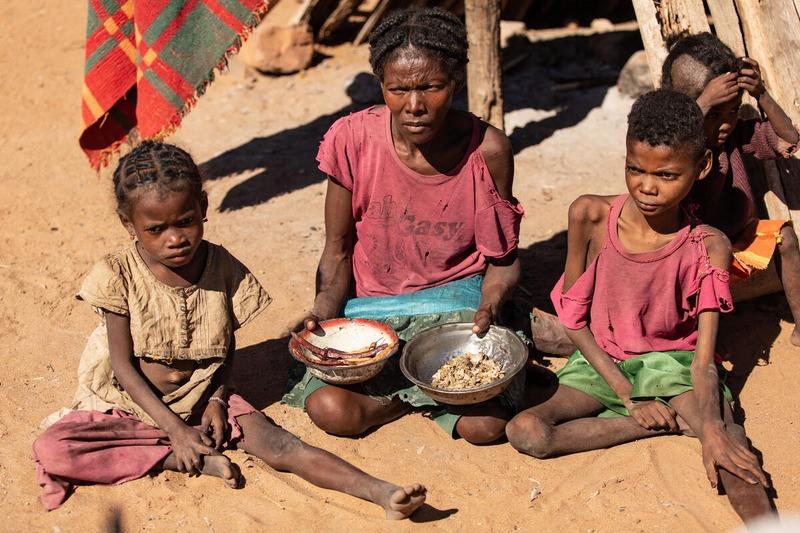 Éditorial : Entre vol spatial et famine